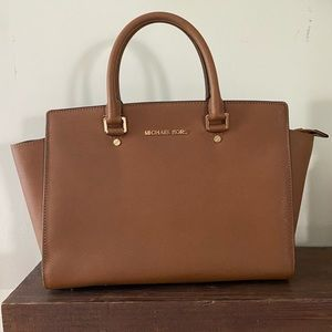 Michael Kors Large Selma Bag in Brown
